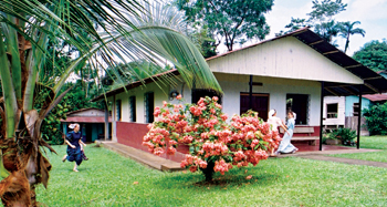 Young women play outside Iglesia Menonita de Chachagua in Costa Rica. Formed in 1985, the Beachy Amish congregation has 31 members. — The Amish-Mennonites Across the Globe