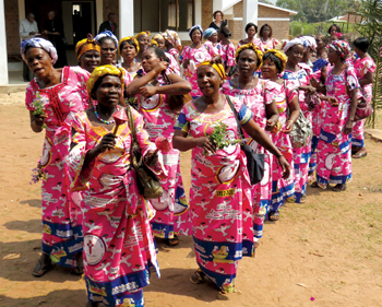 Wearing dresses commemorating the Mennonite centennial in the Democratic Republic of Congo, the Mille Voix (thousand voices) choir sings in Tshikapa in 2012. — James Krabill/MMN