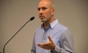 Yonatan Shapira, former Israeli Air Force pilot, now solidarity activist, speaks to seminarians in Oslo, Norway, September 23, 2014.