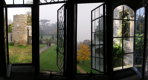 Windows_at_Hengrave_Hall_by_Mennonot